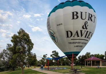Bentleigh residents got a surprise when a hot air balloon landed in a park near their home last week.