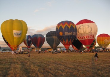 Hot Air balloons at launch Time 04