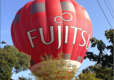 A hot air balloon made an unexpected landing in Hawthorn on Tuesday morning.